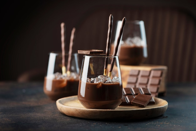 Licor doce cremoso com chocolate