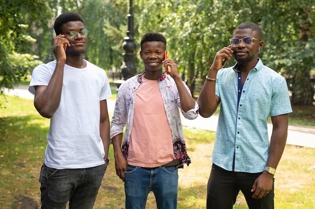 Ligações para três amigos africanos