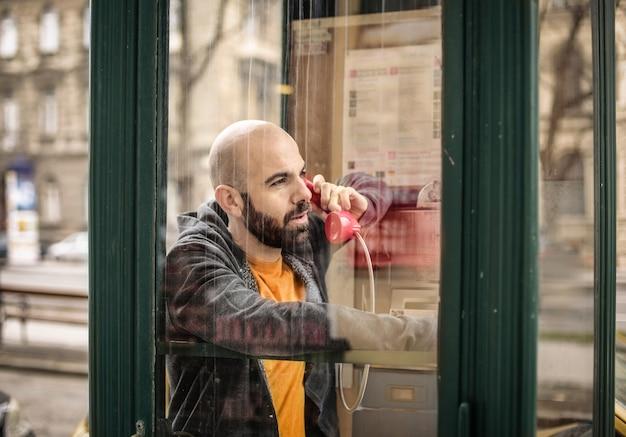Ligando de um telefone público