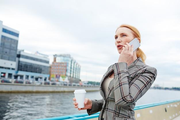 Ligando durante uma viagem de negócios