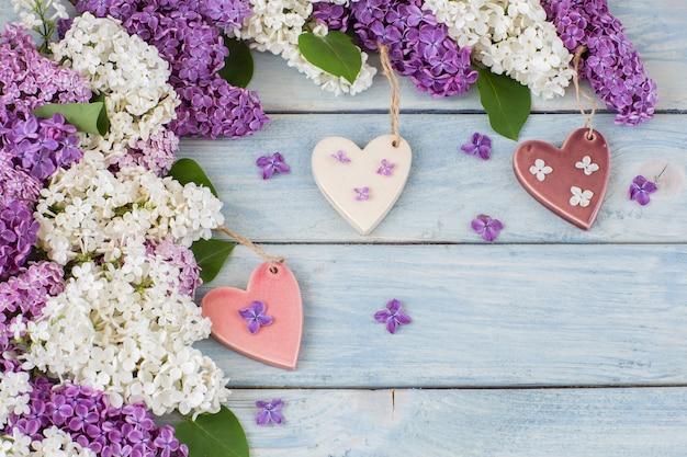 Lilás branco e roxo e três corações