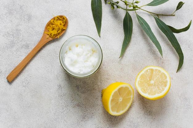 Limão e folhas para uma mente saudável e relaxada