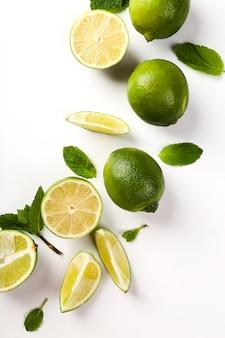 Limão em cima da mesa