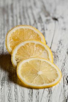 Limão fatiado