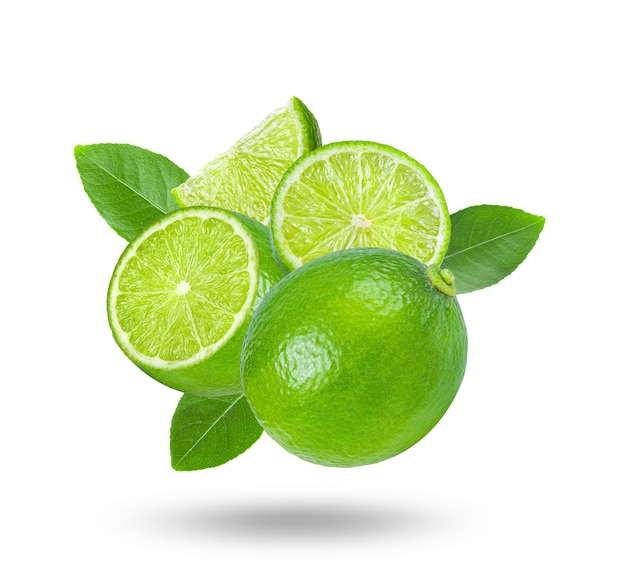 Limão fresco em fundo branco