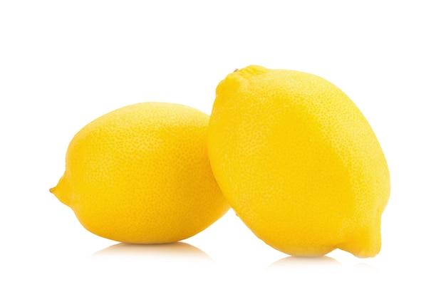 Limão isolado no fundo branco