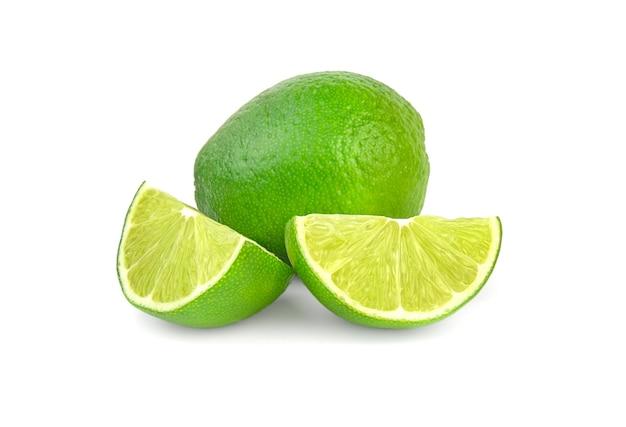 Limão saboroso isolado no branco