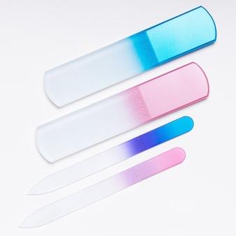 Limas de vidro para unhas em fundo branco