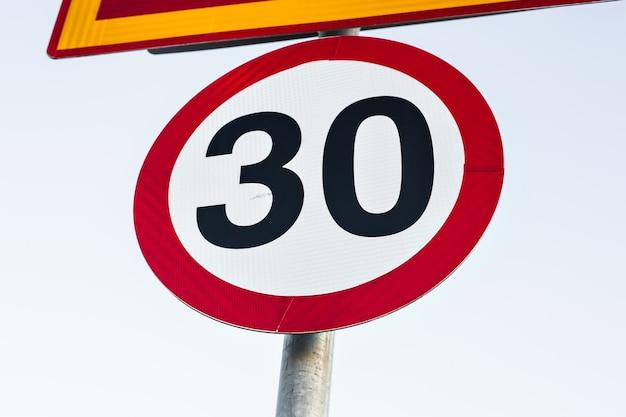 Limite de velocidade do sinal de trânsito para 30, sinal de trânsito