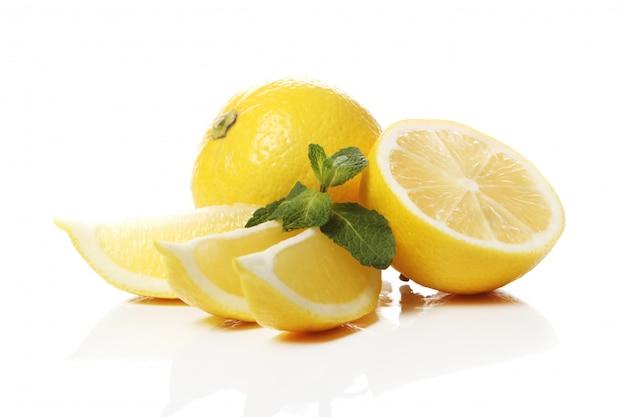 Limões amarelos frescos
