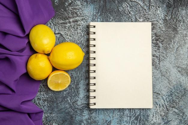 Limões frescos de vista superior