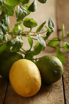 Limões frescos