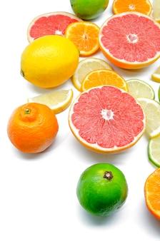 Limões, limas, laranjas e toranjas vermelhas