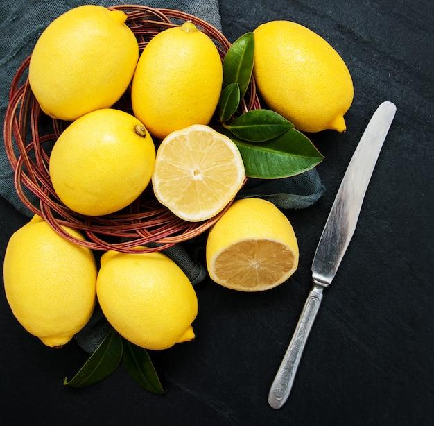 Limões maduros frescos