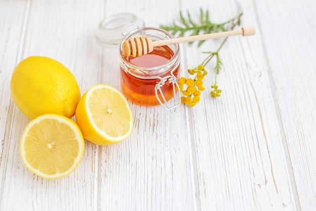 Limões úteis saborosos. vitamina c.