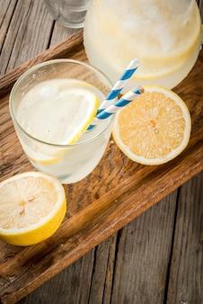 Limonada azeda e doce clássica