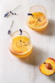 Limonada de coquetel com pêssego