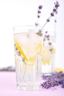 Limonada de lavanda com limão