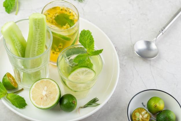 Limonada de pepino congelada no verão