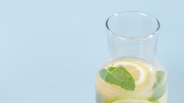 Limonada fresca com cópia espaço