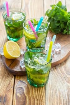 Limonada fresca com gelo