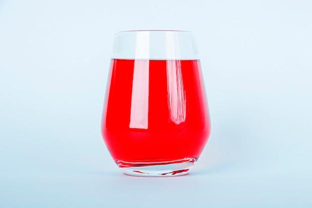 Limonada refrescante de verão com morango, framboesa, cranberry ou groselha.