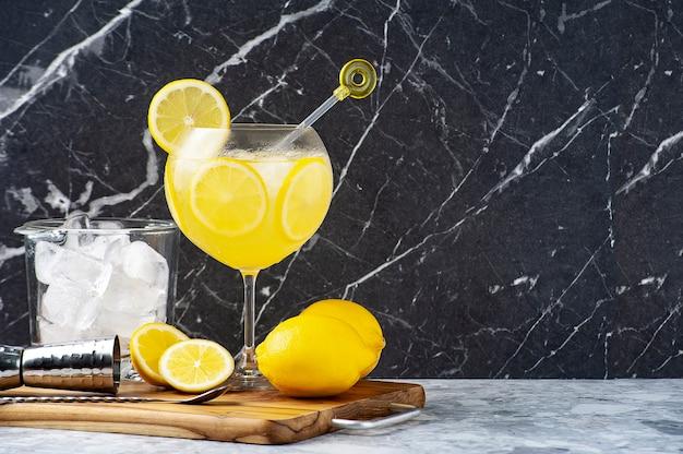 Limoncello e coquetel de gin