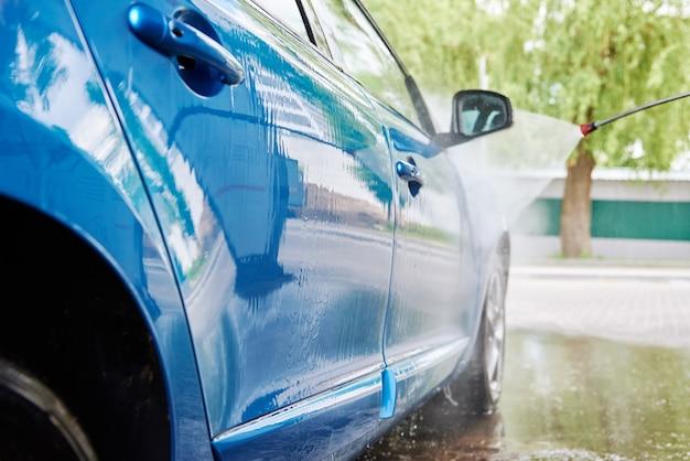 Limpando carro com alta pressão sem contato