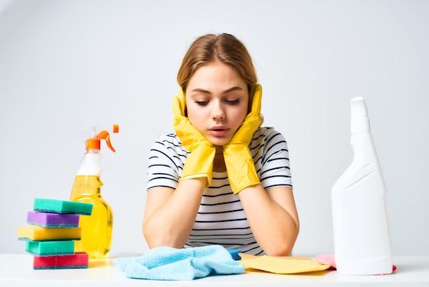 Limpando panos detergentes esponjas prestação de serviços