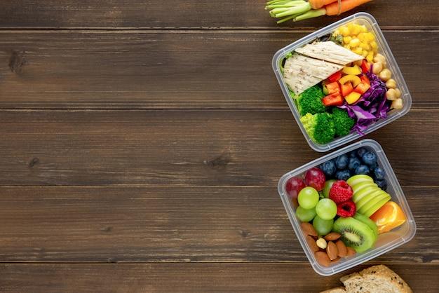 Limpe saudável baixo teor de gordura pronto para comer comida em caixas de refeição