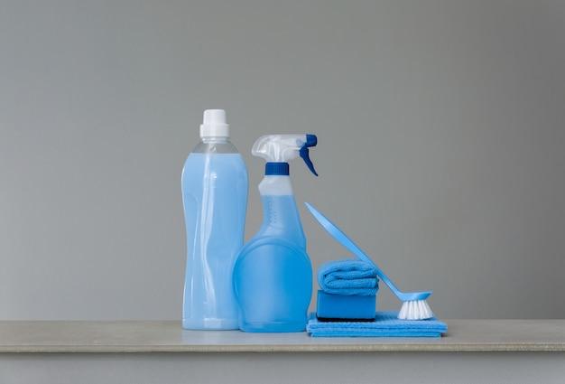 Limpeza azul definido em cinza