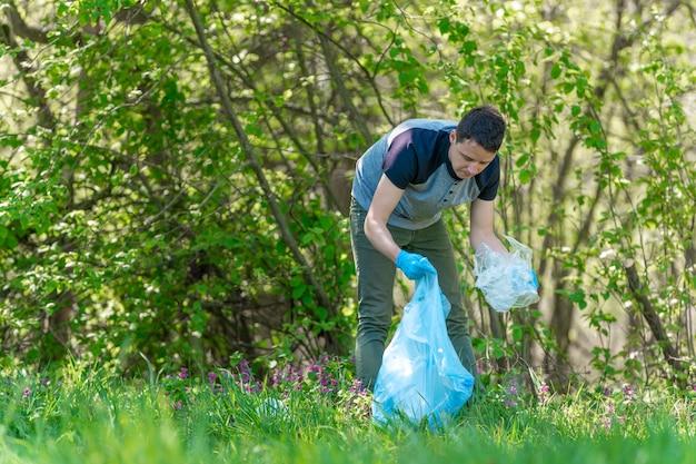 Limpeza de florestas e parques do lixo, coleta e triagem de resíduos, assistência ambiental