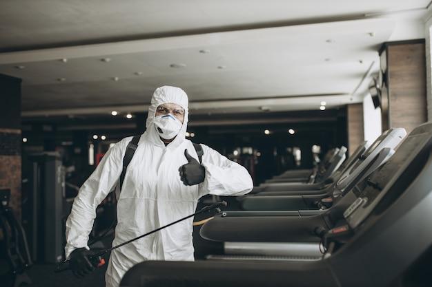 Limpeza e desinfecção de academias