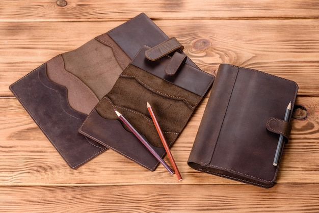 Linda capa de couro marrom feita de couro projetada para um notebook