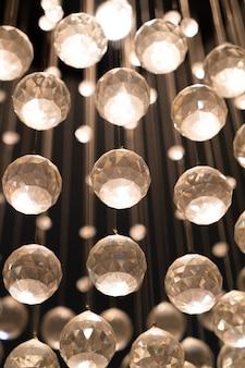Linda decoração de cristal na lâmpada
