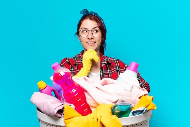 Linda dona de casa lavando roupa