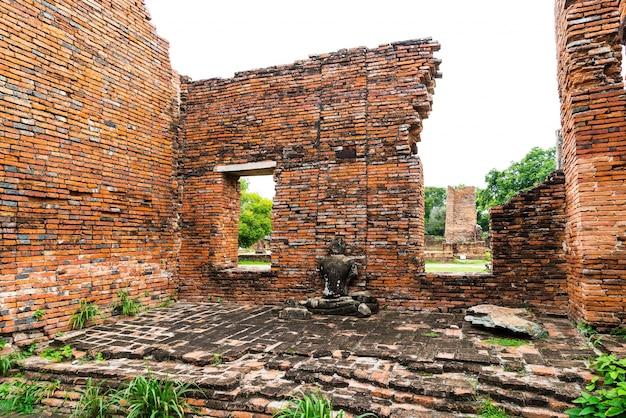 Linda e antiga arquitetura histórica de ayutthaya na tailândia