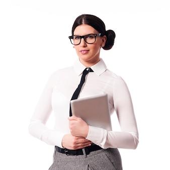 Linda empresária segurando tablet digital