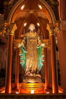 Linda estátua maria na igreja