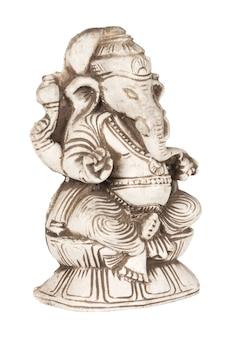 Linda estatueta de pedra antiga do deus hindu da sabedoria e da prosperidade ganesh (ganapati - deus elefante) em um fundo branco