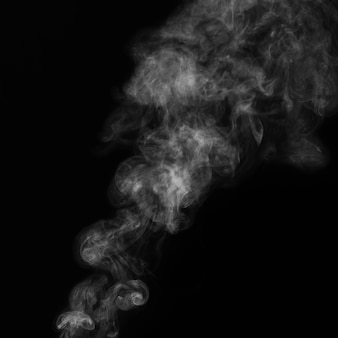 Linda fumaça branca em fundo preto