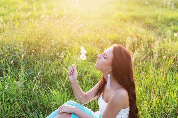 Linda garota ao ar livre