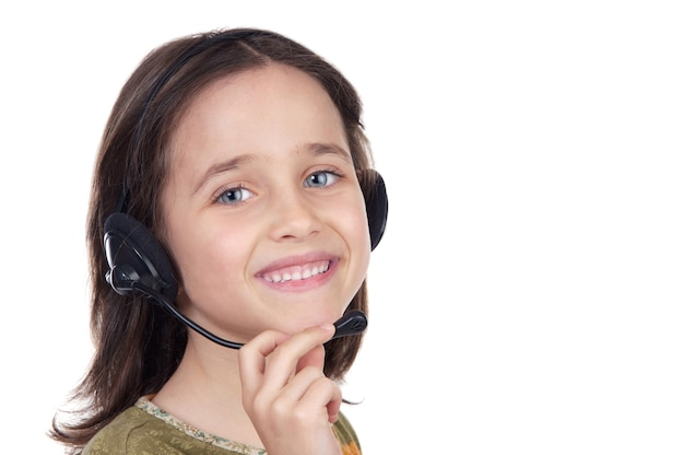 Linda garota com fone de ouvido sobre fundo branco