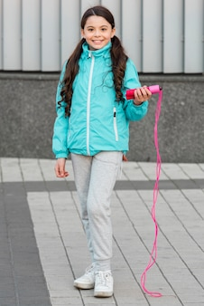 Linda garota com pular corda
