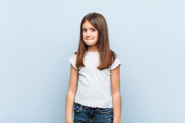 Linda garota confusa, sente-se duvidoso e inseguro