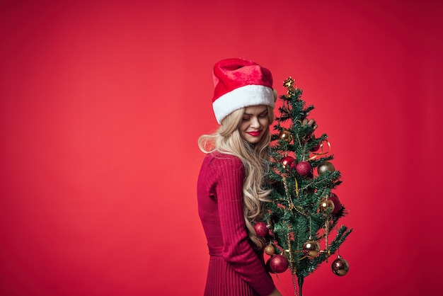 Linda garota loira em roupas de natal estrelinhas feriado natal. foto de alta qualidade