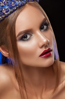 Linda garota modelo mulher retrato profissional makiyad e cabelo.
