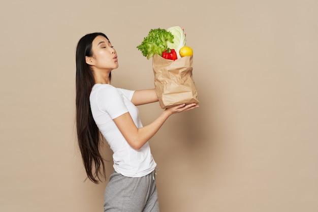 Linda garota posando, conceito de beleza, retrato da moda