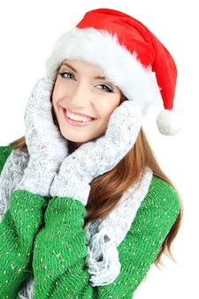 Linda garota sorridente com chapéu de papai noel isolado no branco