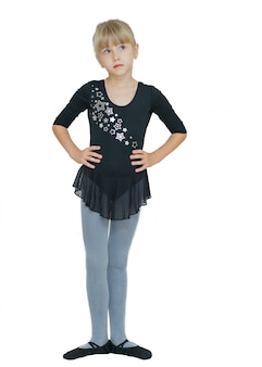 Linda garotinha em traje para a dança